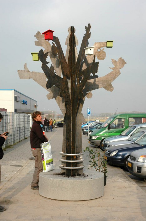 """Plaatsen Ontmoetingsboom door de """"Groene Vingers"""""""